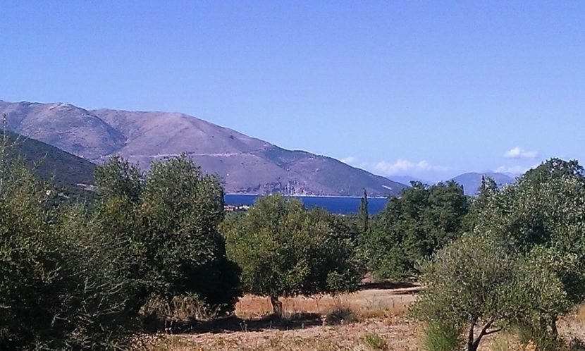 Large land plot with sea views and privacy near Grizata